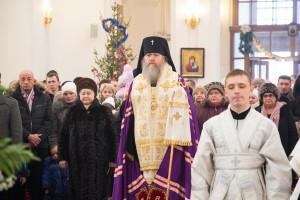 Студенты духовной семинарии приняли участие в праздничном ночном богослужении