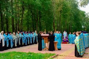 Молебен на месте будущего строительства Софийского собора