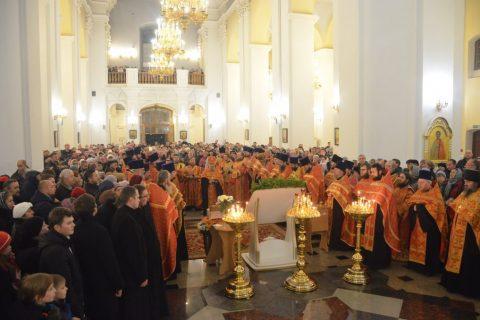Преподаватели и студенты семинарии молились у мощей святителя Димитрия Солунского