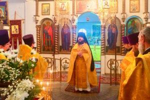 Первый проректор помолился за Божественной литургией в Никольском храме города Сенно