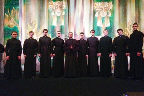 Семинарский хор выступил в Национальном академическом драматическом театре им. Якуба Коласа