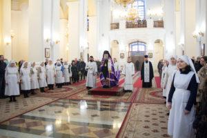 Ректор семинарии возглавил Божественную литургию в Свято-Успенском соборе