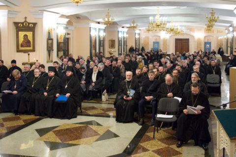 Руководство, преподаватели и студенты семинарии в священном сане приняли участие в отчетном епархиальном собрании