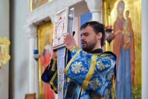 Первый проректор совершил богослужение в канун праздника Сретения