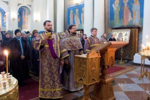 В Неделю 2-ю Великого поста первый проректор совершил Божественную литургию в храме Воскресения Христова