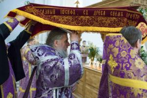 Ректор духовной семинарии совершил вечернюс выносом Плащаницы в Свято-Успенском кафедральном соборе города Витебска