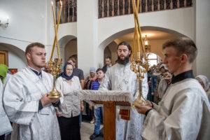 Ректор семинарии совершил Литургию в храме святителя Тихона Задонского