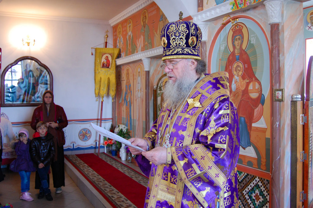 Ректор семинарии совершил Божественную литургию в городском поселке Лиозно