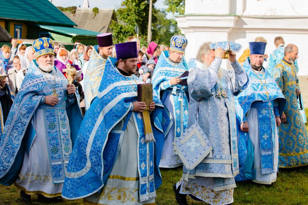 Ректор семинарии освятил храм в городском поселке Бешенковичи
