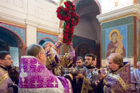 Архиепископ Димитрий совершил всенощное бдение с чином воздвижения Креста Господня
