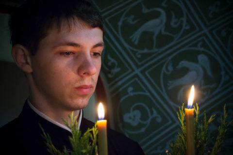 В праздник Казанской иконы Божией Матери семинаристы помолились за Литургией в одноименном храме Свято-Троицкого Маркова мужского монастыря