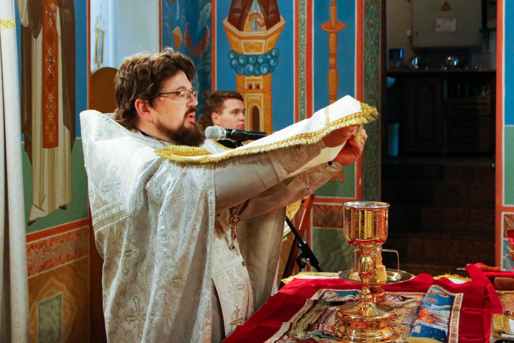 Первый проректор семинарии совершил Литургию в храме Воскресения Христова