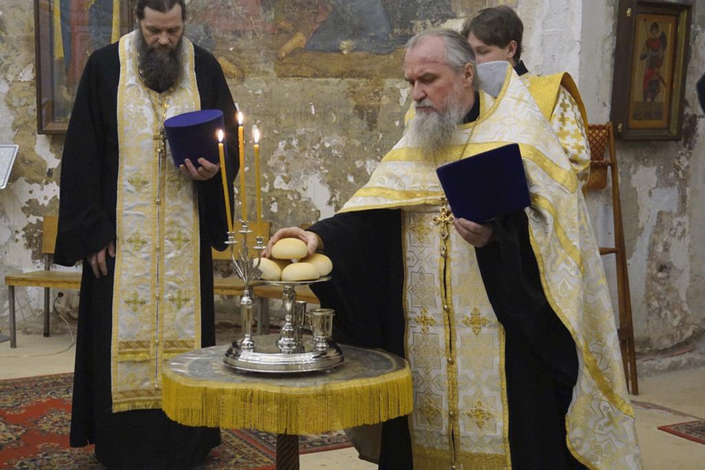 Ректор семинарии возглавил всенощное бдение в храме святой великомученицы Ирины города Москвы