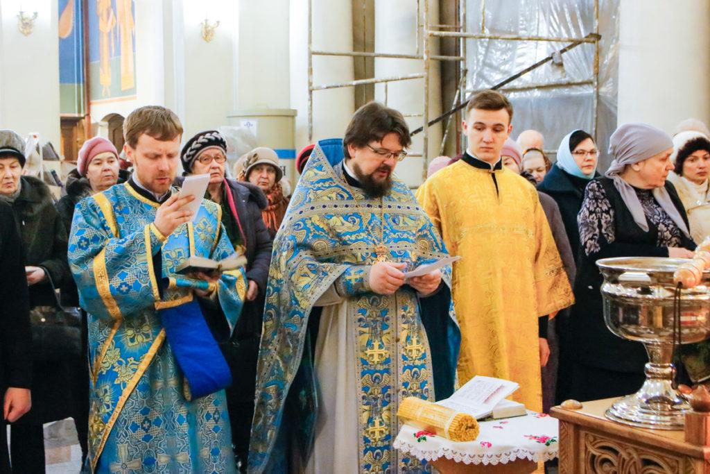 В праздник Сретения Господня первый проректор семинарии совершил Литургию в храме Воскресения Христова