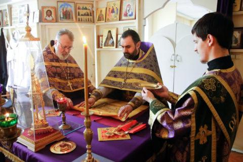 В пятницу первой седмицы Великого поста проректор по воспитательной работе совершил Литургию Преждеосвященных Даров в семинарском храме