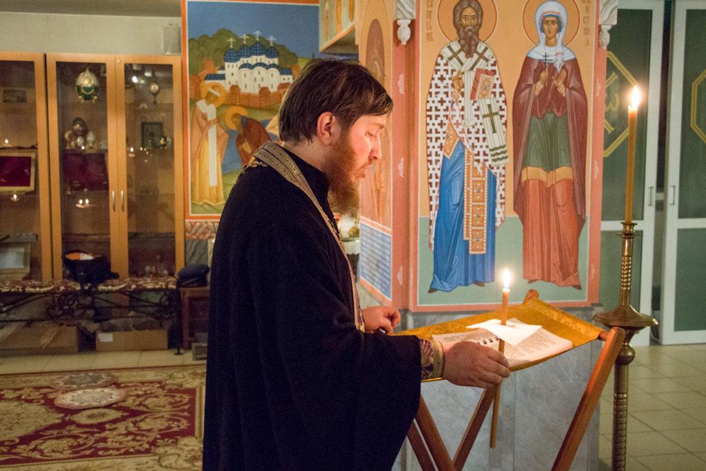 В понедельник первой седмицы Великого поста семинаристы приняли участие в совершении великого повечерия с чтением канона преподобного Андрея Критского