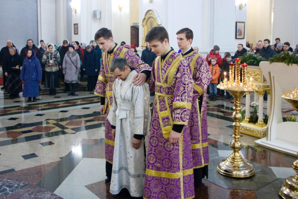 В Неделю Торжества Православия ректор семинарии возглавил Божественную литургию в Свято-Успенском кафедральном соборе города Витебска