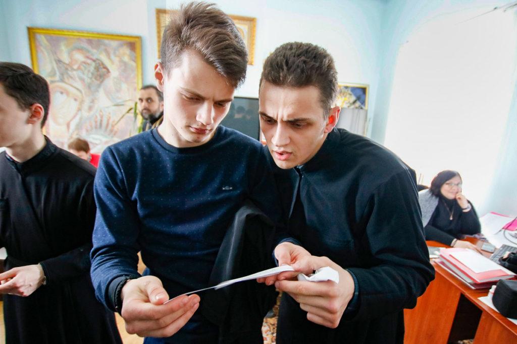 """Семинаристы приняли участие в квесте """"По страницам православных книг"""""""