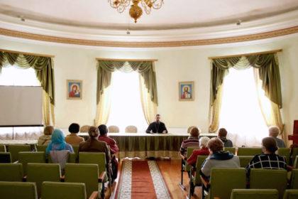 В семинарии прошла беседа с посетителями Территориального центра социального обслуживания