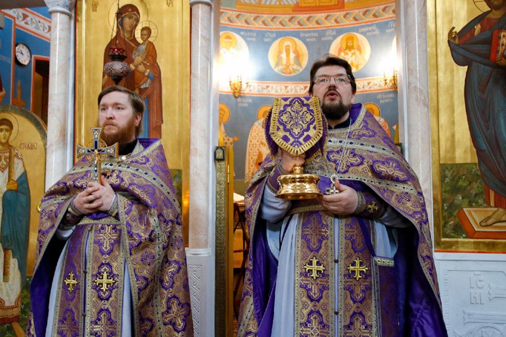 В Великий Четверток первый проректор семинарии совершил Литургию в храме Воскресения Христова города Витебска
