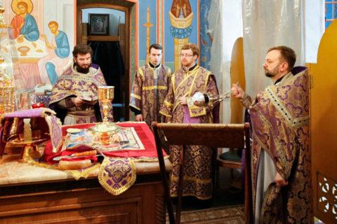 Проректор по учебной работе возглавил Литургию в храме Воскресения Христова города Витебска