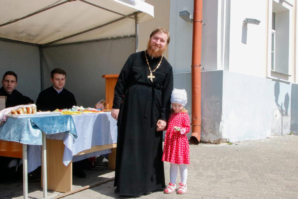 Витебская духовная семинария приняла участие в 4-ой благотворительной акции «Белый цветок»