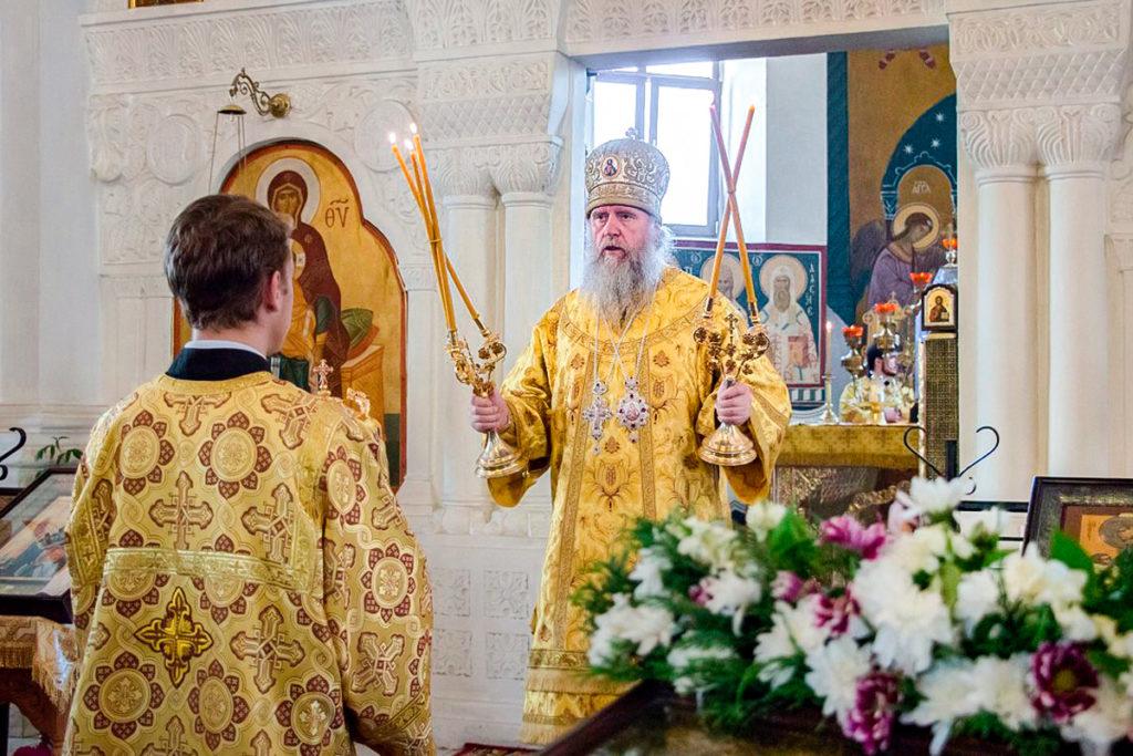 В праздник Всех святых ректор семинарии совершил Литургию в Свято-Покровском соборе города Витебска