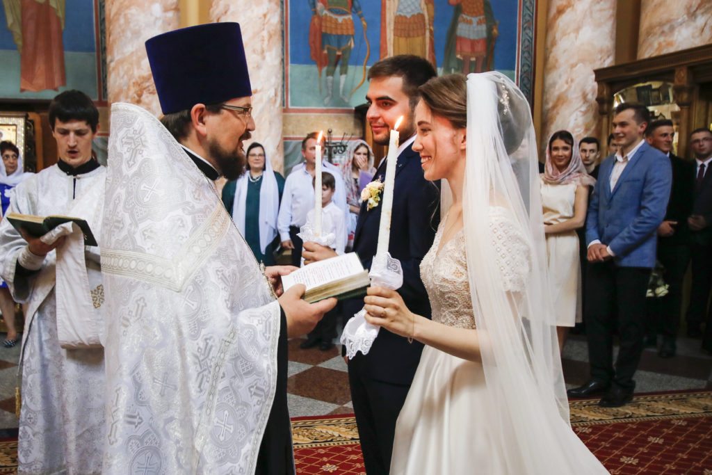 В храме Воскресения Христова состоялось таинство венчания выпускника духовной школы