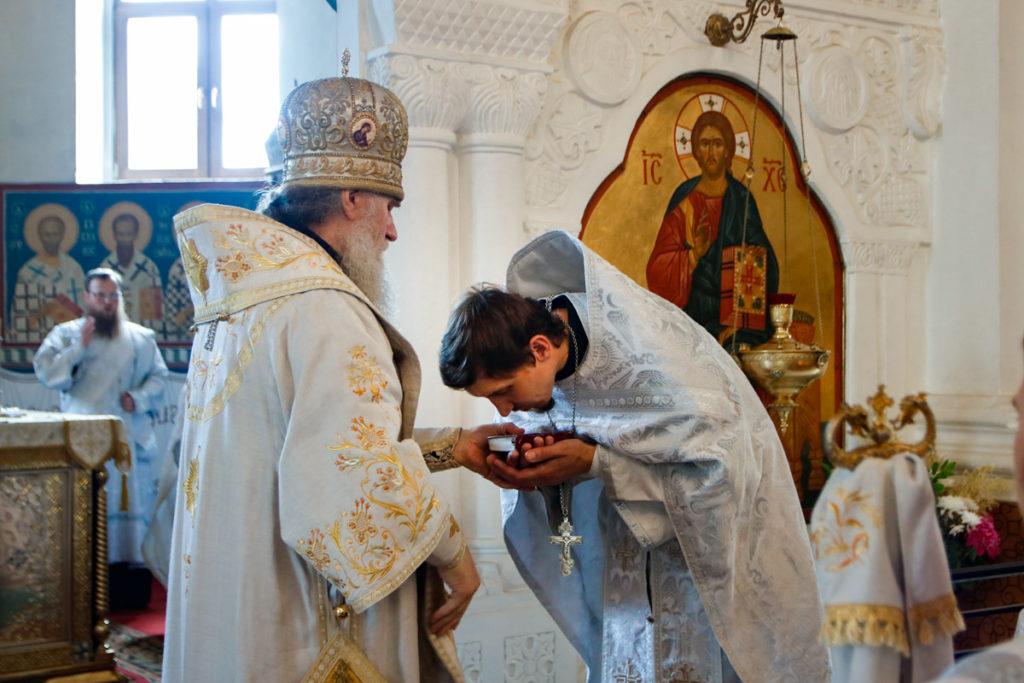 Ректор семинарии возглавил Божественную литургию в Свято-Покровском соборе города Витебска