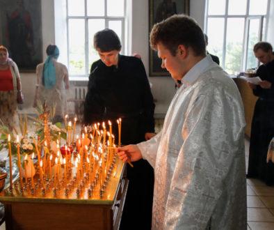 В канун Троицкой родительской субботы семинаристы помолились в Свято-Троицком Марковом мужском монастыре