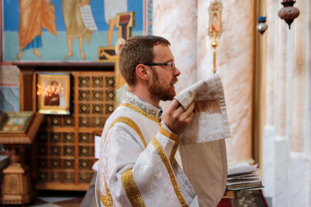 В день Троицкой вселенской Родительской субботы первый проректор семинарии совершил богослужение в храме Воскресения Христова