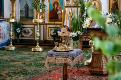 В канун Дня Святой Троицы семинаристы помолились в Марковом мужском монастыре