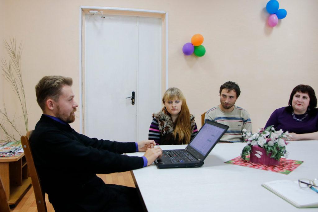 Преподаватель апологетики провел беседу о свободе в территориальном центре социального обслуживания населения Октябрьского района города Витебска