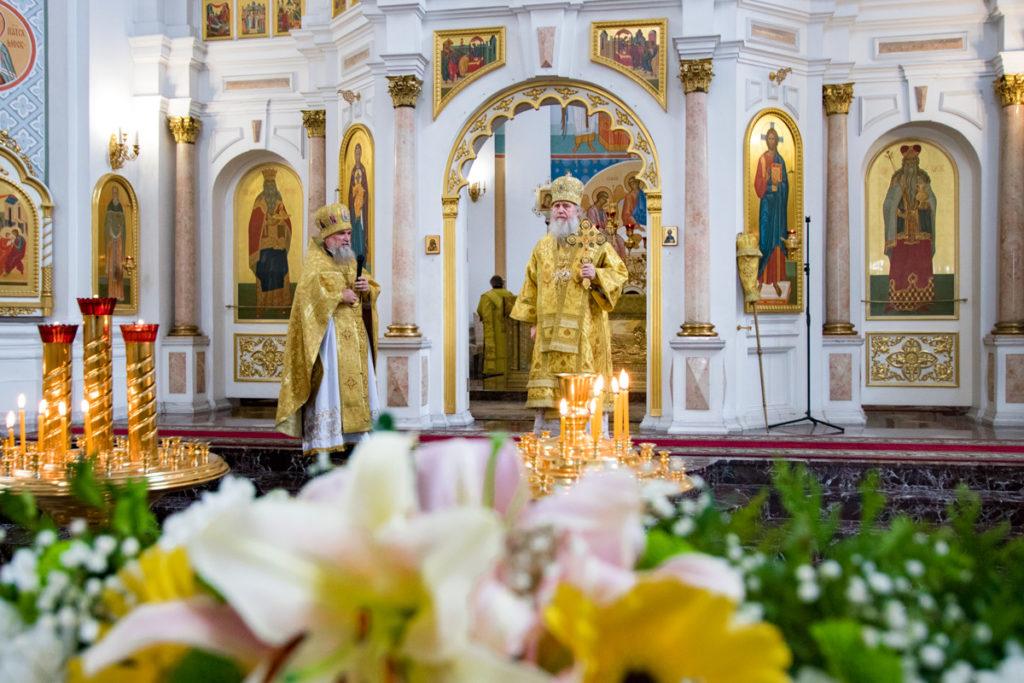 В 30-ю годовщину своей архиерейской хиротонии ректор семинарии совершил Литургию в Свято-Успенском соборе города Витебска