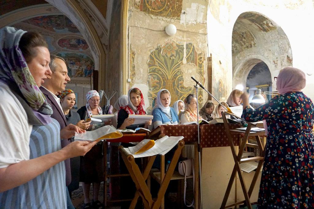 Ректор семинарии и епископ Югорский и Няганский Фотий совершили Литургию в храме святой великомученицы Ирины