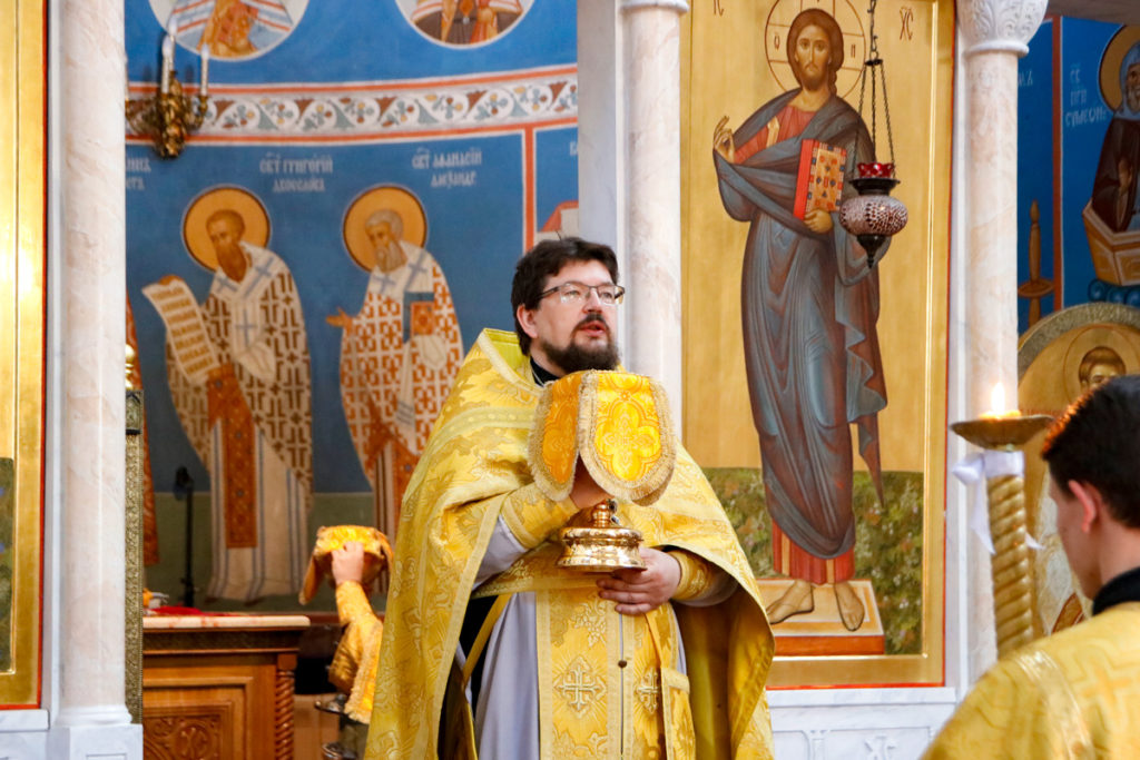 Семинаристы причастились святых Христовых Таин в храме Воскресения Христова города Витебска