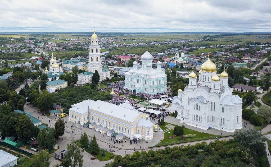 Впраздник обретения мощей преподобного Серафима Саровского ректор семинарии сослужил Святейшему Патриарху Кириллу
