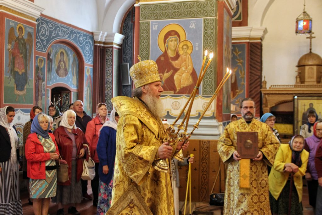 Божественную литургию в Свято-Покровском соборе города Витебска возглавил ректор семинарии