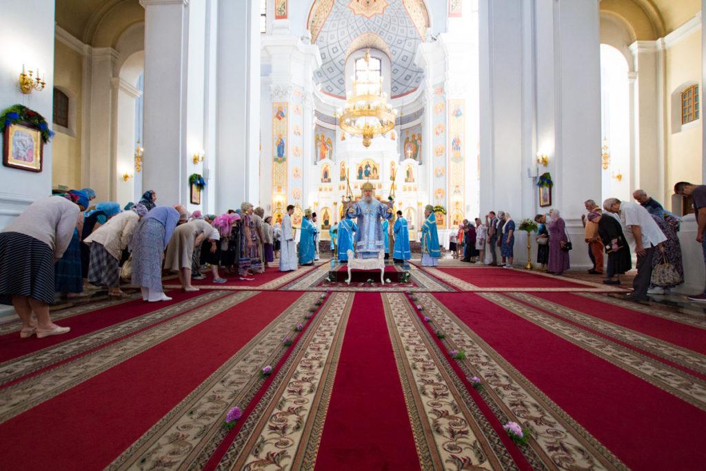 Ректор семинарии возглавил престольные торжества в Свято-Успенском соборе города Витебска