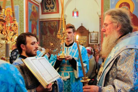 В канун Рождества Пресвятой Богородицы ректор семинарии совершил всенощное бдение в Свято-Покровском соборе города Витебска