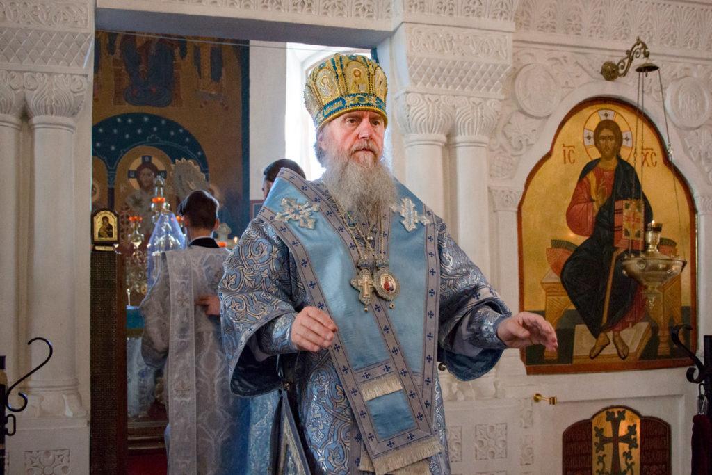 Ректор семинарии совершил Божественную литургию в Свято-Покровском соборе города Витебска