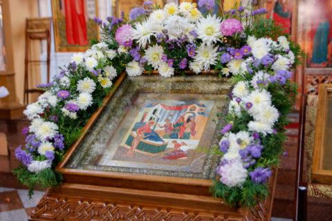В праздник Рождества Пресвятой Богородицы первый проректор семинарии совершил Литургию в храме Воскресения Христова