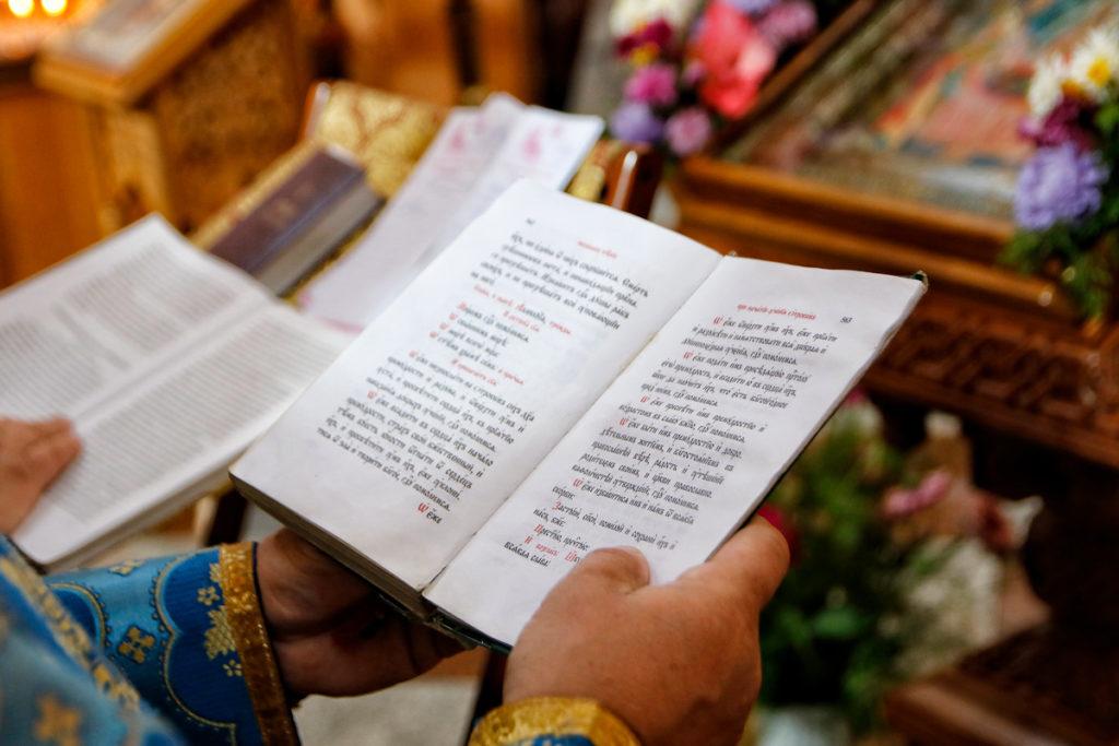 Первый проректор семинарии совершил Божественную литургию и молебен на начало учебного года