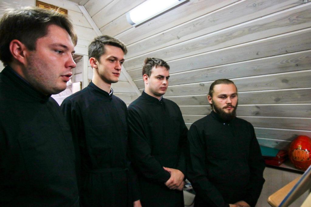 Семинарский хор принял участие в Божественной литургии по случаю престольного праздника в храме святого благоверного князя Александра Невского