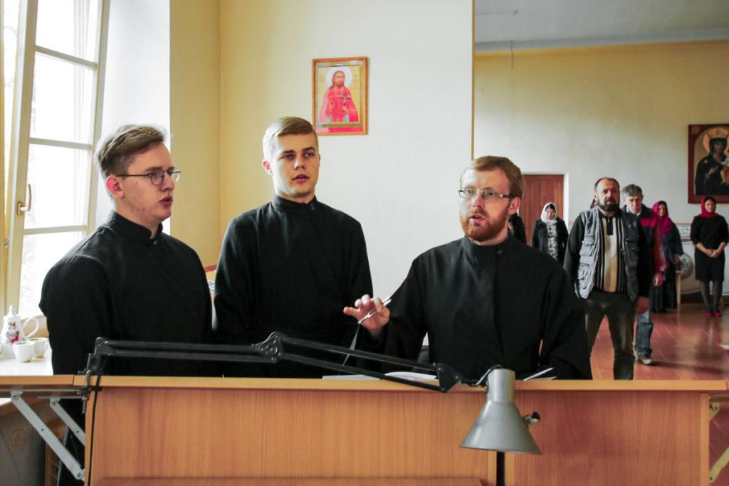 В семинарии прошли вступительные экзамены на богословско-педагогическое вечернее отделение