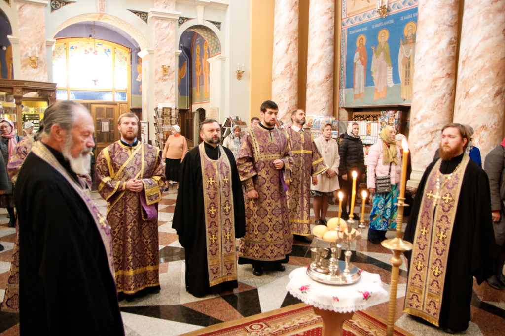 Первый проректор семинарии совершил всенощное бдение с чином воздвижения Креста Господня