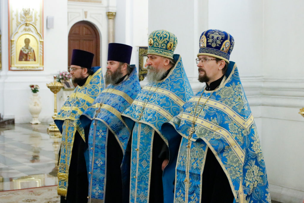 Ректор семинарии совершил всенощное бдение в Свято-Успенском кафедральном соборе