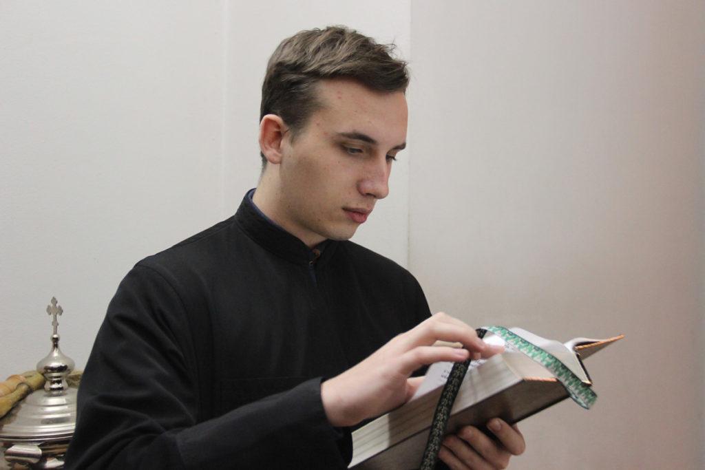 Проректор по учебной работе совершил всенощное бдение и Литургию в Воскресенском храме