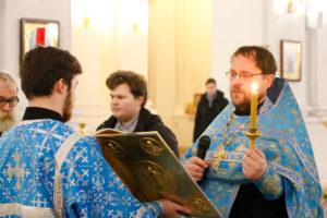 В канун дня памяти Александра Невского семинаристы помолились в кафедральном соборе Витебска