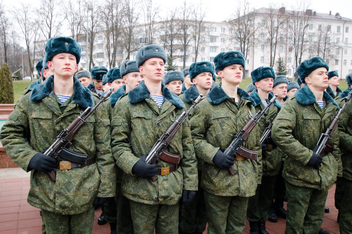 Представители семинарии приняли участие военной присяге новобранцев 103-й отдельной гвардейской воздушно-десантной бригады